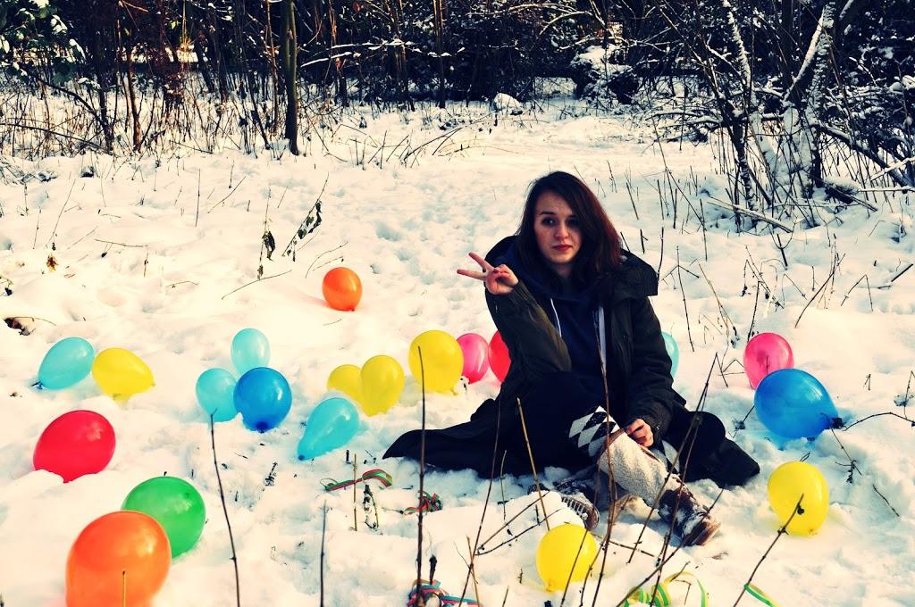 Luftballons und Schnee