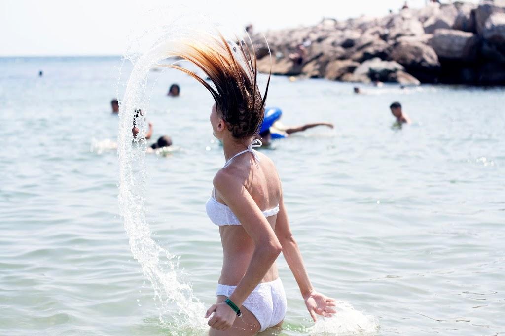 Weißer Bikini in Barcelona