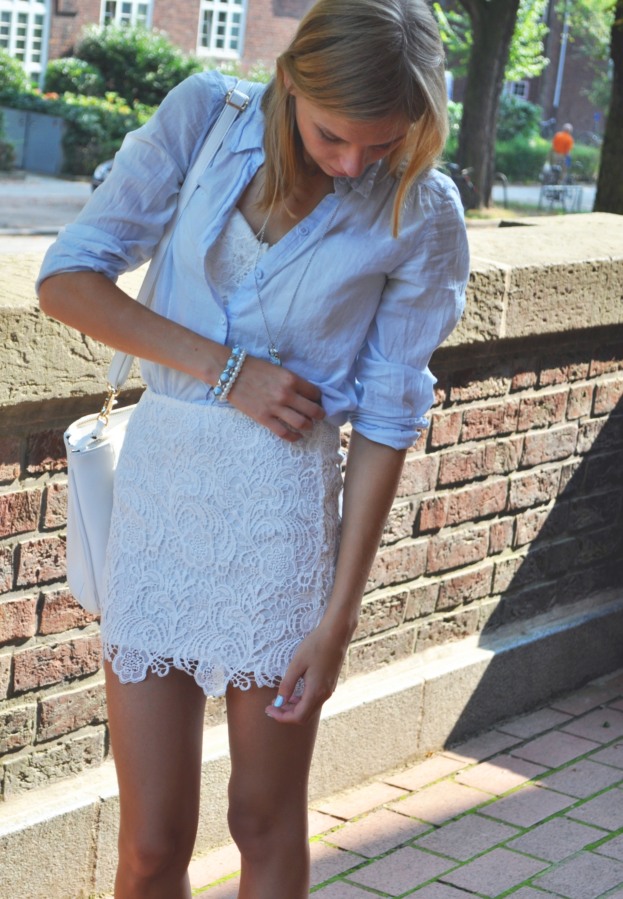 OUTFIT | Spitzenrock & Blaue Bluse