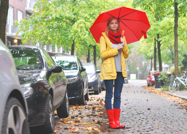 OUTFIT | Rote Gummistiefel an einem Regentag