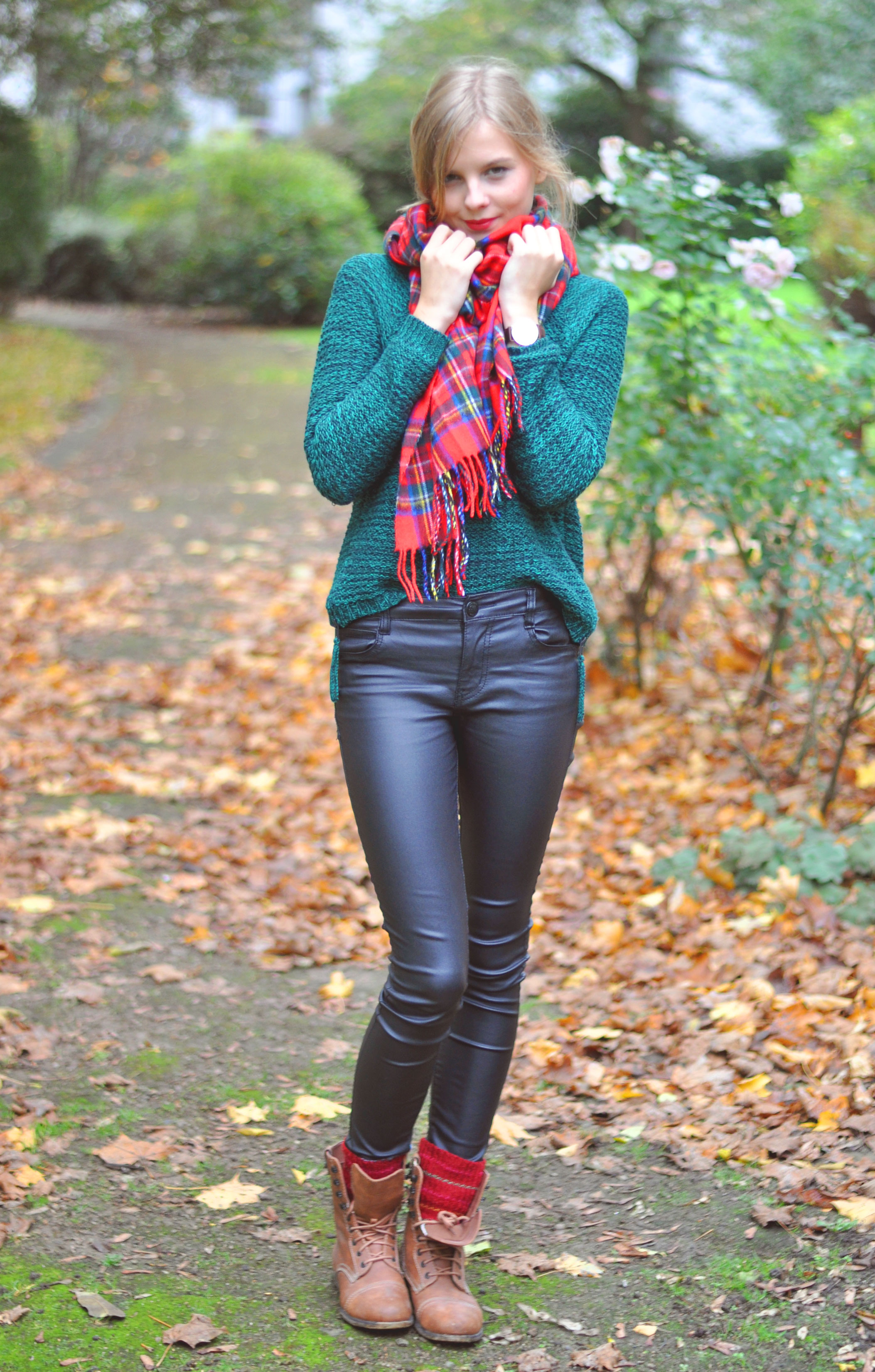 OUTFIT | Roter Tartanschal