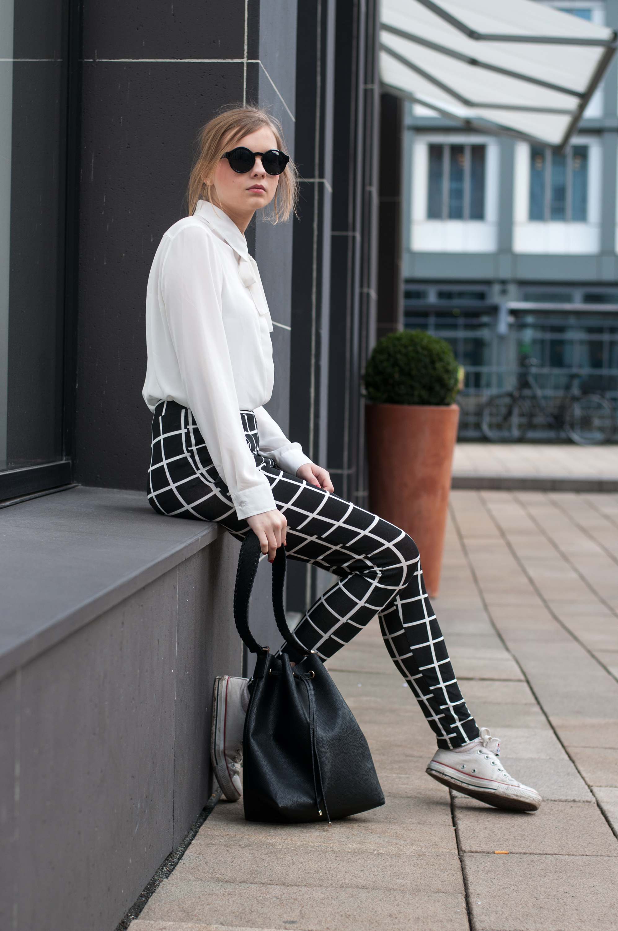 OUTFIT | Hose mit Gittermuster