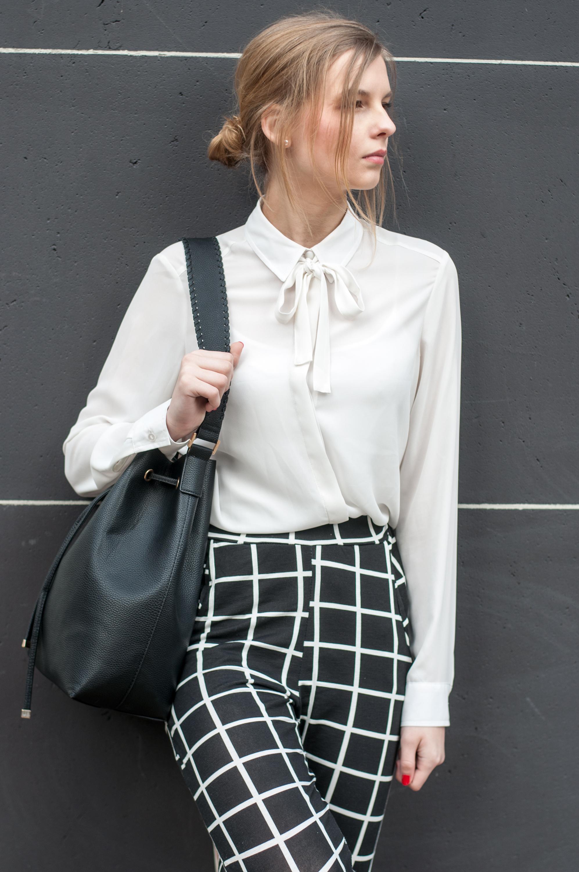 Outfit schwarze Bucketbag