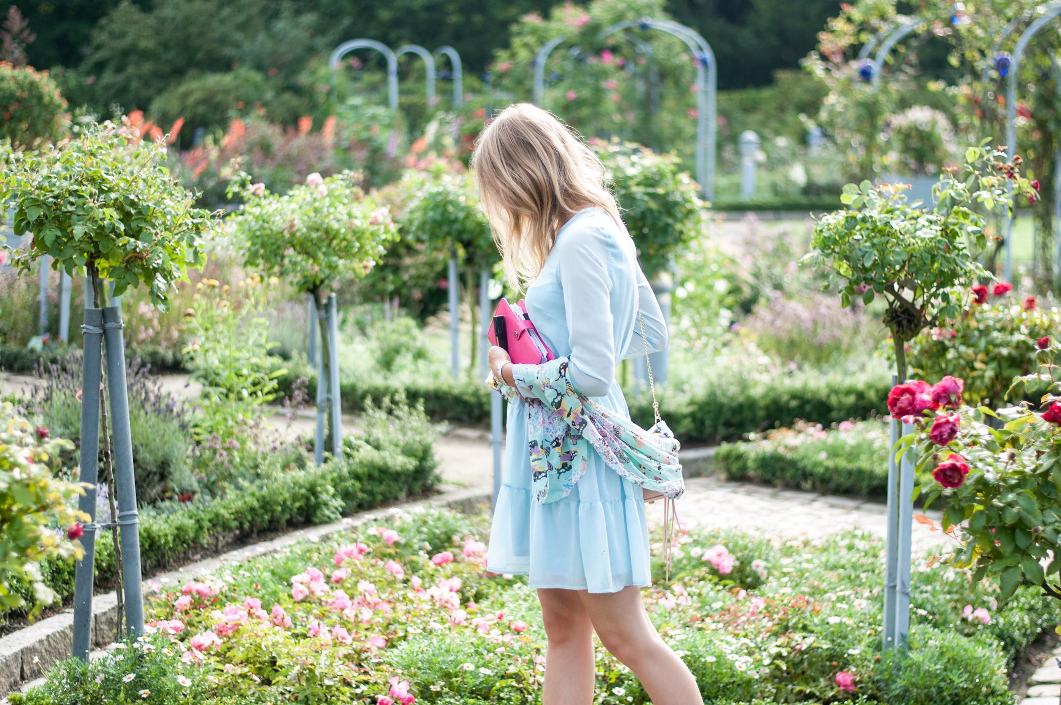 was tragen auf einer Gartenparty