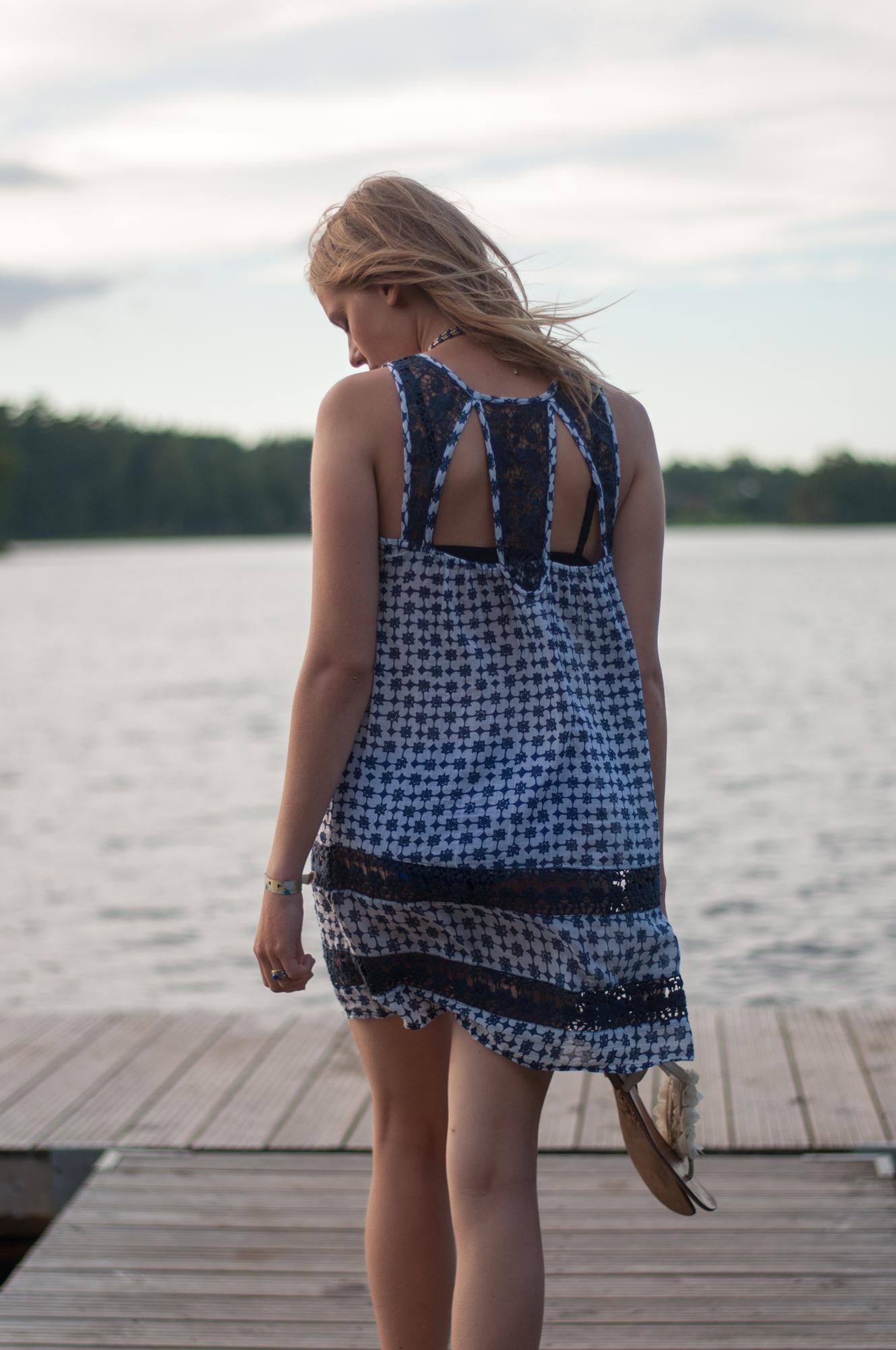 blau-weißes Strandkleid