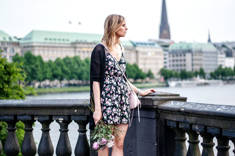 Kleid mit Rosen bedruckt