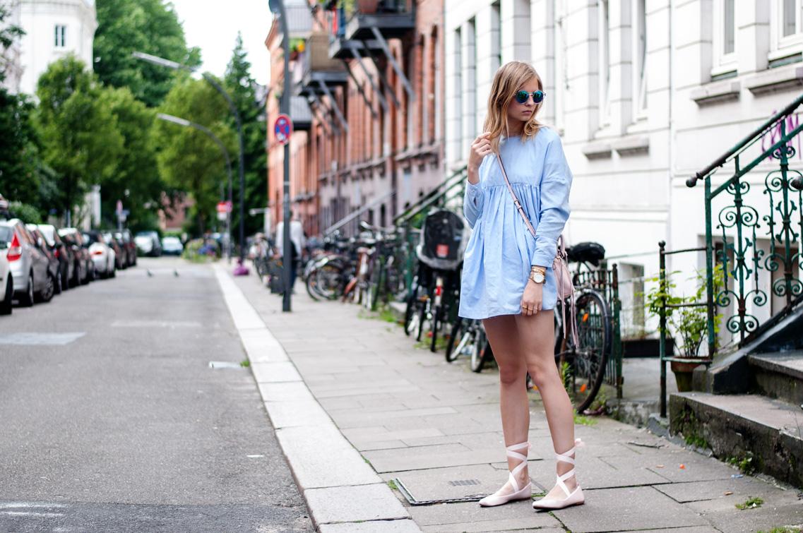 Blaues Kleid Schnürballerinas Ripsbänder