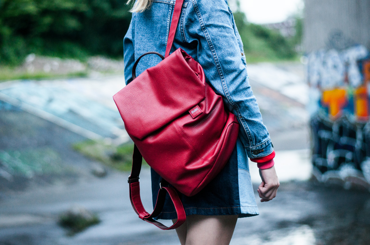 Roter Rucksack Zwei