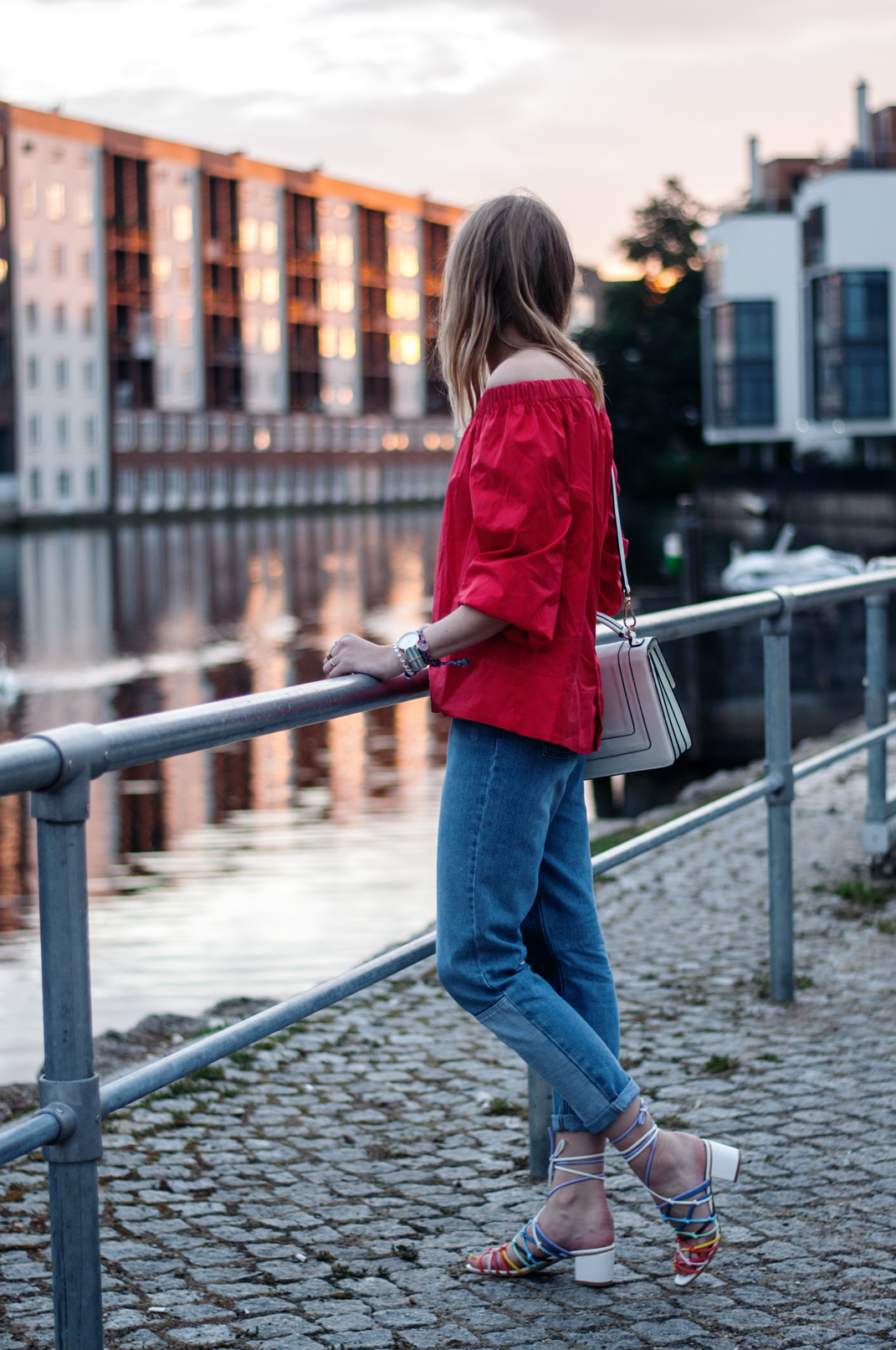OUTFIT | Rote Offshoulder-Bluse
