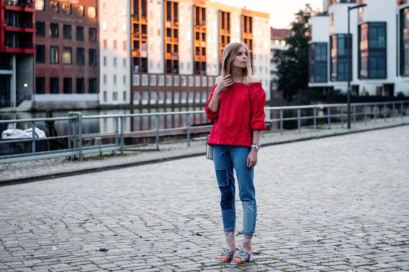 Rote Offshoulder-Bluse