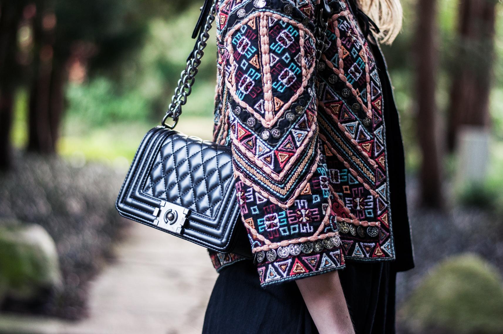 Bestickte Jacke Zara mit Boy Bag