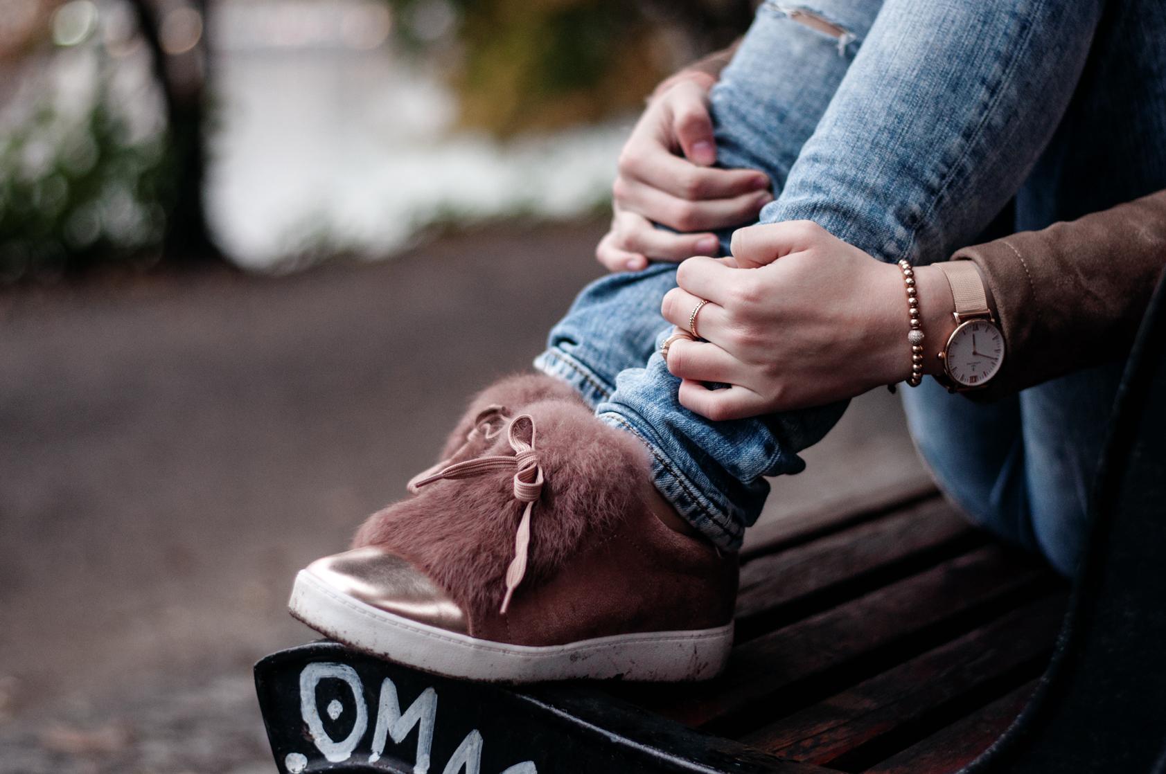Sneaker mit Fell