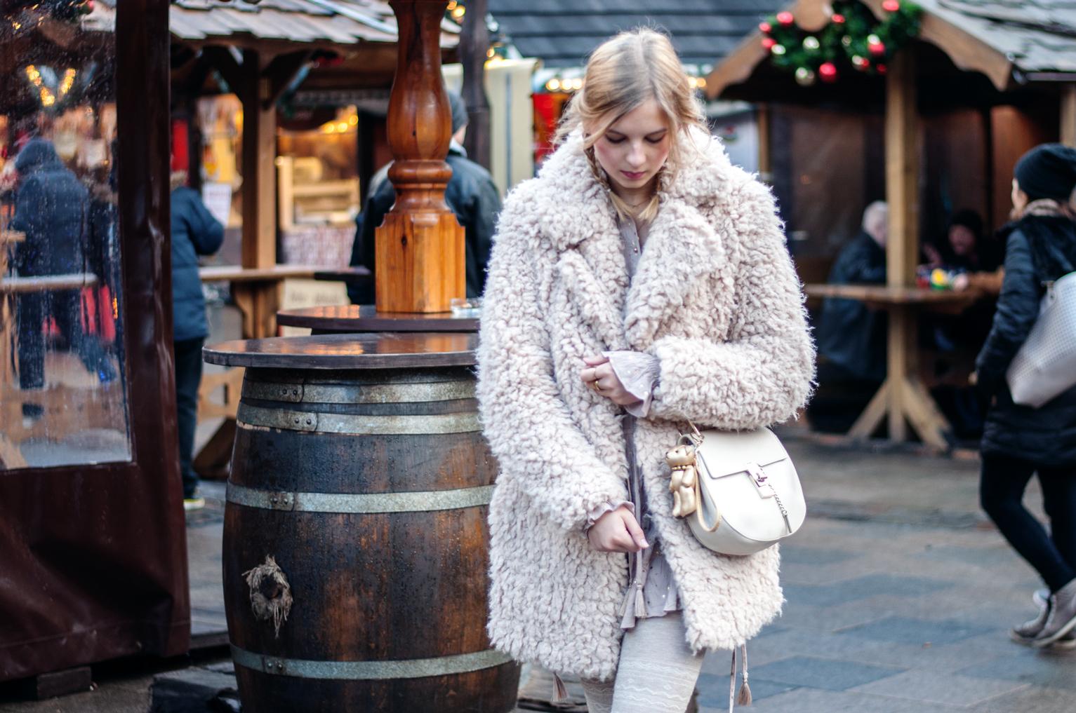 Weihnachtsmarkt Hamburg Outfit