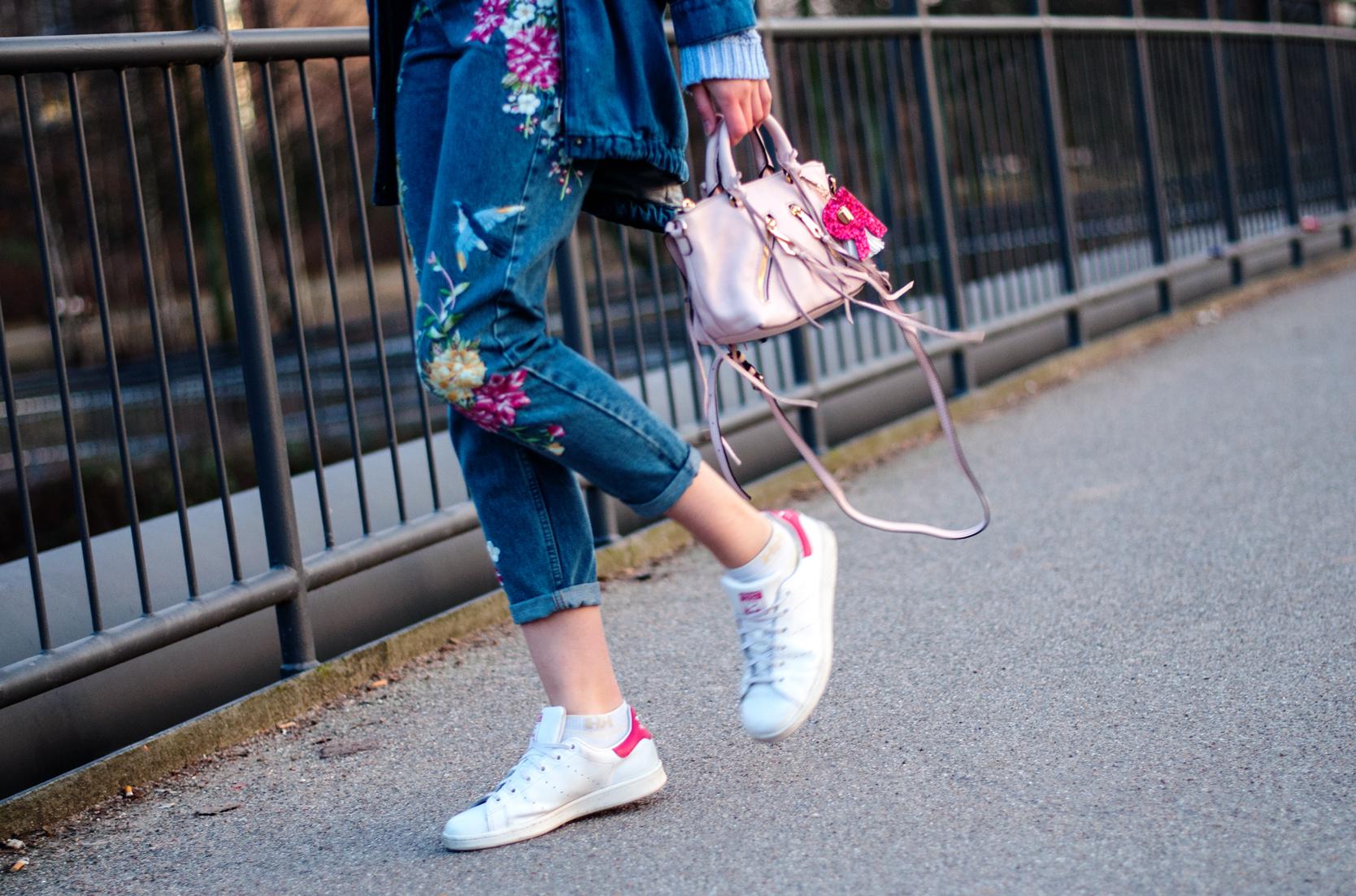 Jeans mit Blumenstickerei Topshop