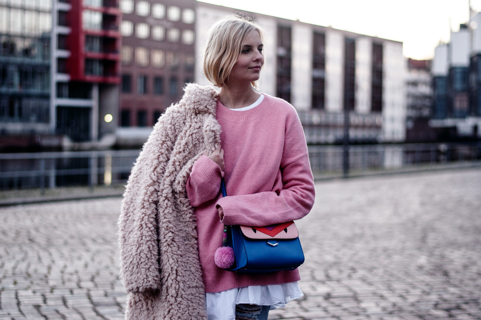 pinker Pullover Outfit