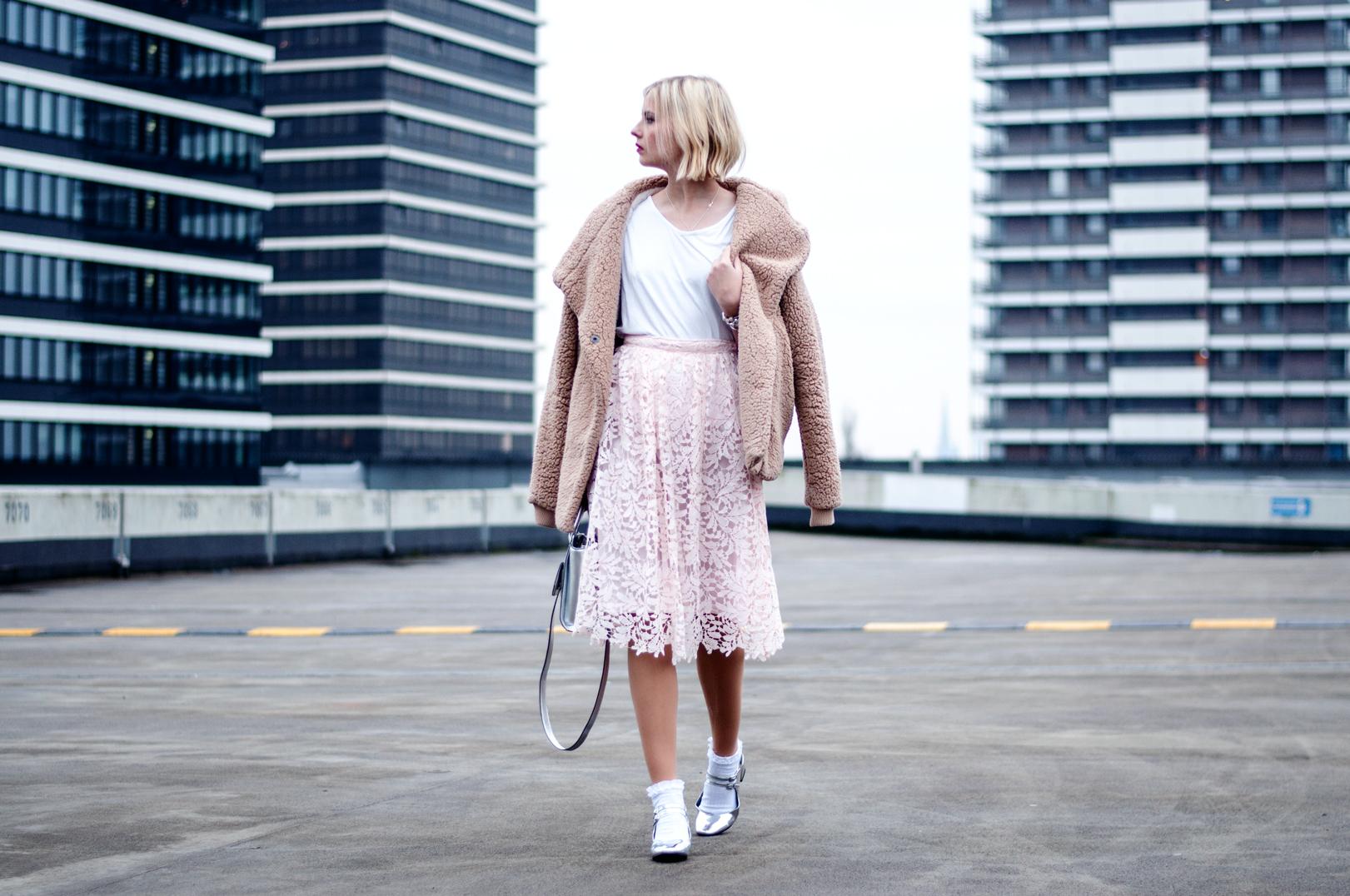 Outfit ein rosa spitzenrock an meinem geburtstag for Rosa kombinieren
