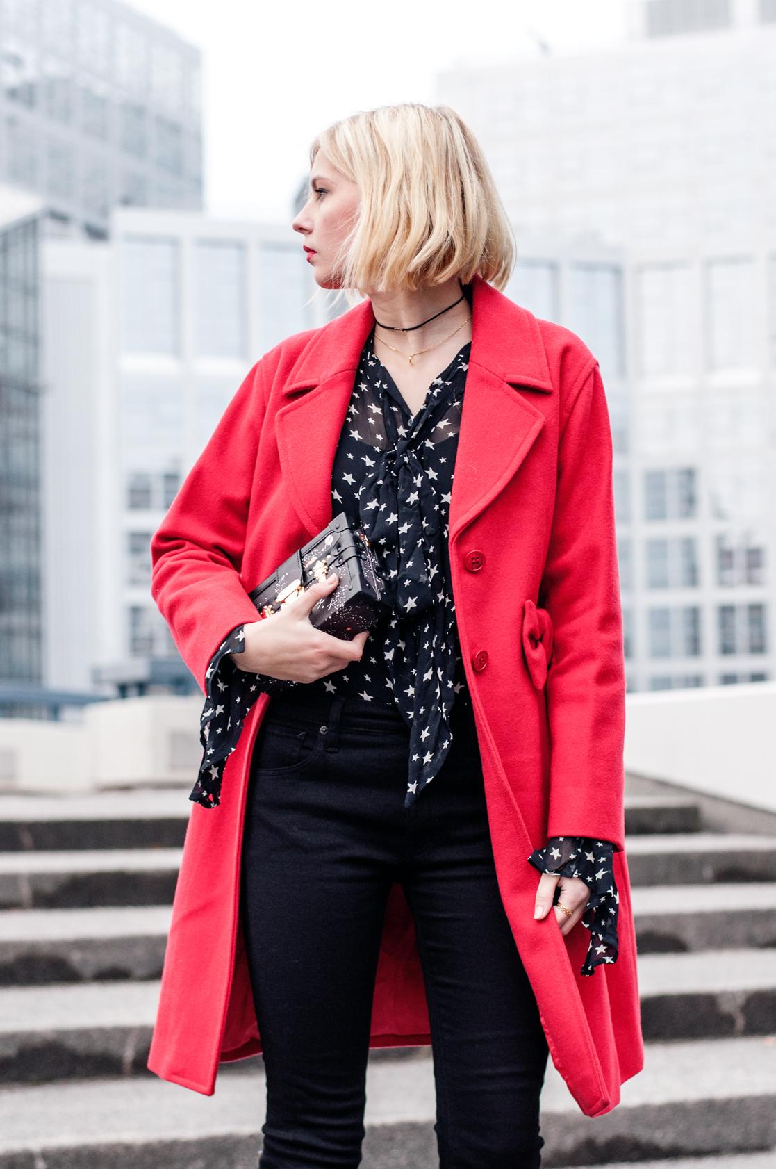 Roter Mantel Moschino
