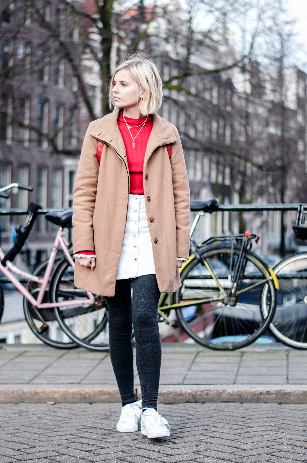 OUTFIT | Roter Sweater in Amsterdam