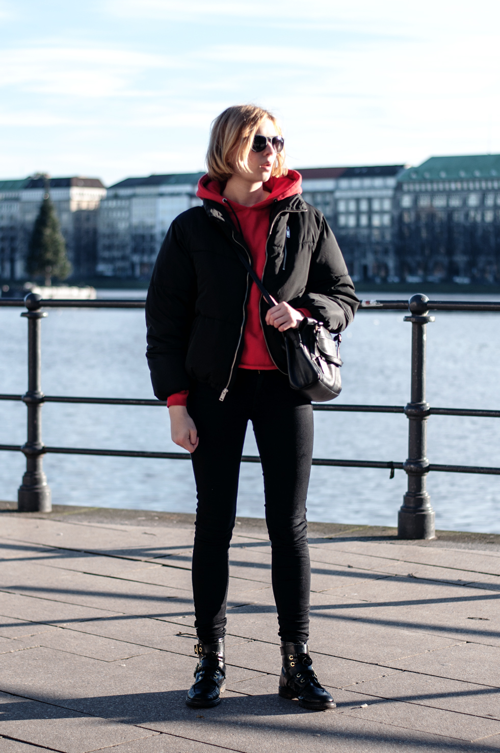 Winter Outfit Hamburg schwarze Jacke