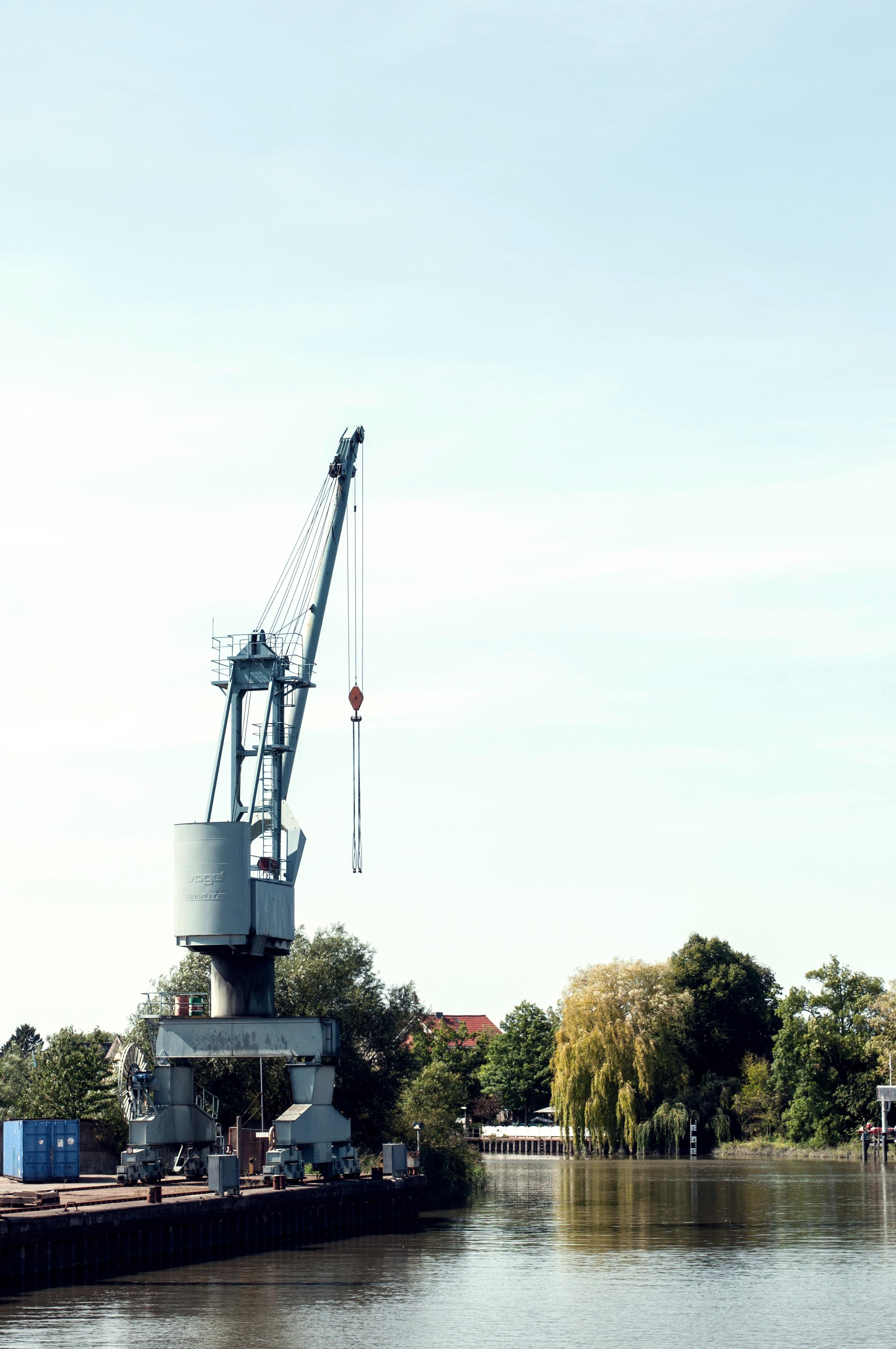 Kran Fährfahrt Elbe
